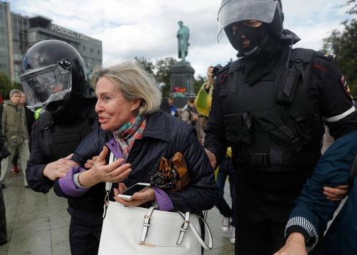 برخورد معترضان با پلیس مسکو/ آسوشیتدد پرس AP