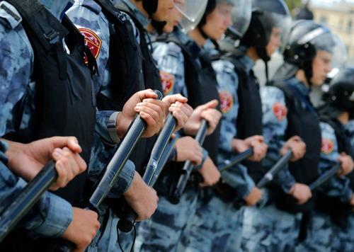 قدرتنمایی پلیس با باتوم/ آسوشیتدد پرس AP