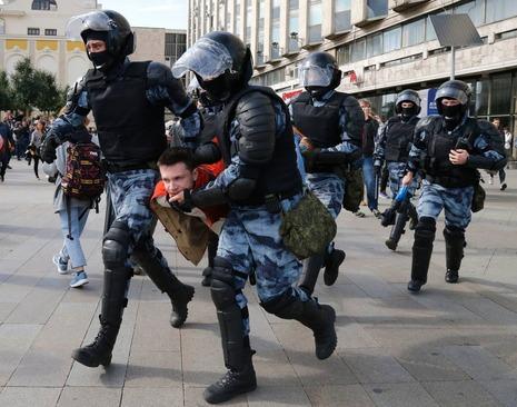 برخورد سخت پلیس با معترضان/ آسوشیتدد پرس AP
