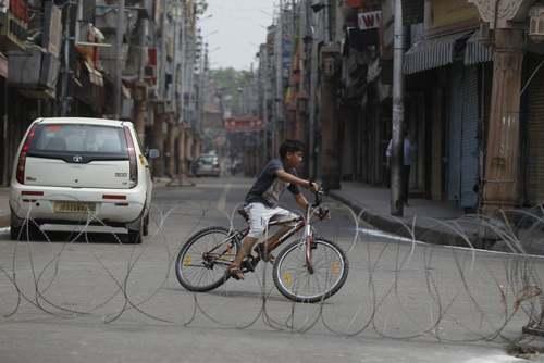 کار گذاشتن حصارهای امنیتی در منطقه جامو (کشمیر)/ آسوشیتدپرس