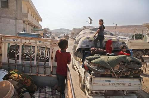 بارگشت آوارگان جنگی سوری به خانههای خود در استان ادلب/ خبرگزاری فرانسه