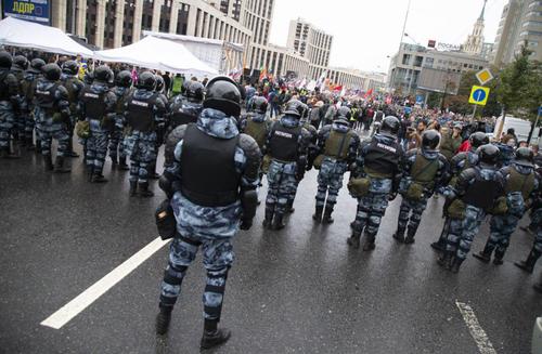 تظاهرات برضد رد صلاحیت نامزدهای انتخابات محلی در مسکو/ آسوشیتدپرس
