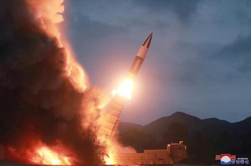 آخرین آزمایش موشکی کره شمالی. تصویر جدید منتشره از سوی خبرگزاری رسمی کره شمالی که به زمان و مکان آن اشارهای نشده است.
