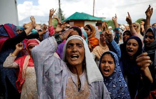 اعتراضات مسلمانان کشمیر به نقض حق خودمختاری این منطقه از سوی دولت هندوستان/ رویترز