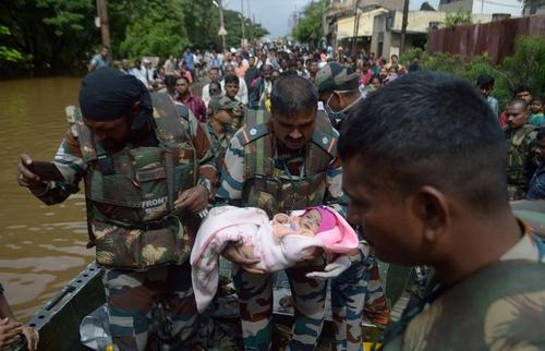 امدادرسانی به سیلزدگان در هندوستان/ رویترز