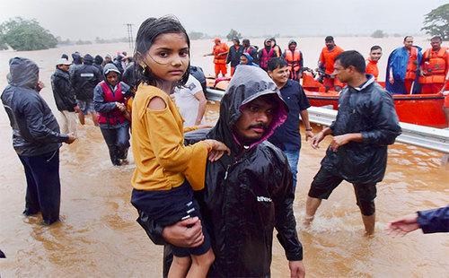 شرایط مردم هند سخت است و بارانها همچنان ادامه دارد/ نیوز نیشن