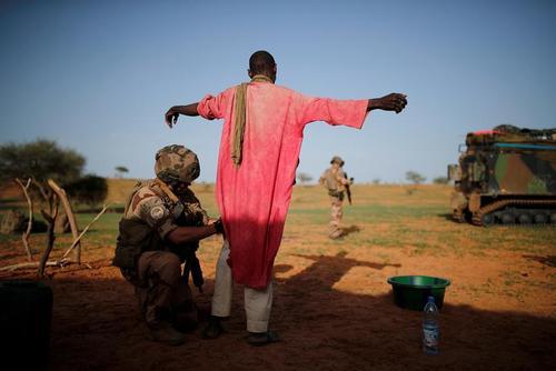 ایست بازرسی سربازان فرانسوی در کشور آفریقایی مالی/ رویترز