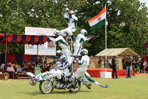 نمایش نیروهای نظامی هند به مناسبت سالگرد استقلال این کشور از بریتانیا در شهر آمریتسار/ خبرگزاری فرانسه
