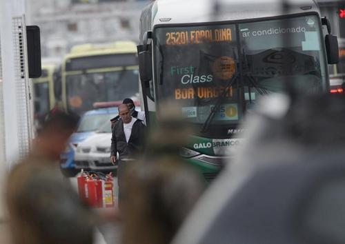 گروگانگیری مسافران یک اتوبوس شهری در شهر
