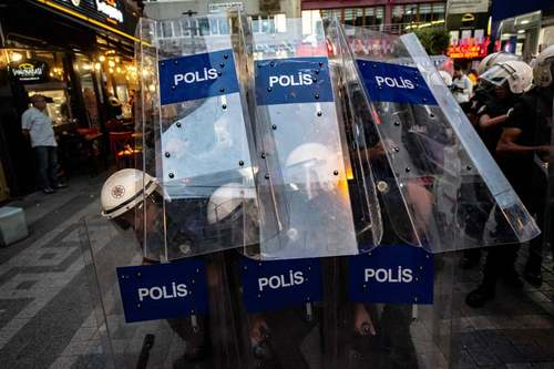 تظاهرات علیه برکناری شهرداران شهرهای کردنشین ترکیه در شهر استانبول/ خبرگزاری فرانسه