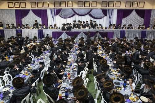 طلبههای یهودی در مراسم عروسی پسر خاخام ارشد
