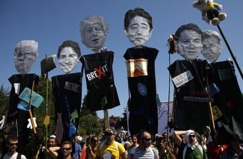 اعتراضات مردمی در حاشیه نشست سران هفت کشور صنعتی در شهر ساحلی