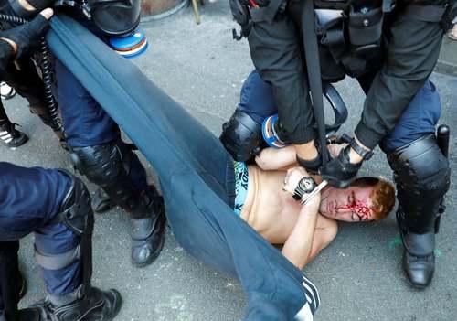دستگیری خشونت آمیز یک معترض به نشست سران گروه هفت در شهر