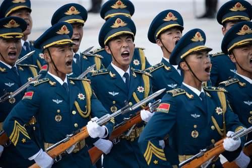 مراسم استقبال رسمی گارد تشریفات ارتش چین از نخست وزیر ازبکستان در پکن/ EPA