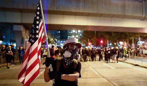 این عکس آرشیوی و متعلق به تظاهرات روز 12 آگوست (حدود 3 هفته پیش) در یکی از میادین اصلی هنگ کنگ است./عکس: خبرگزاری فرانسه