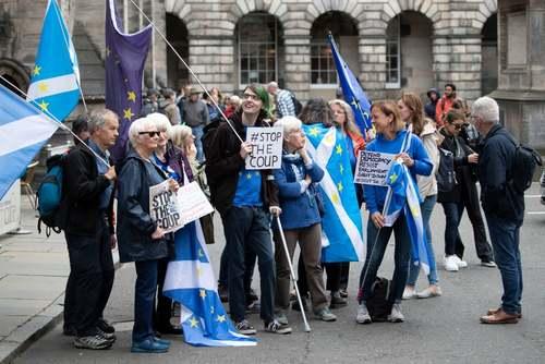 تجمع مخالفان تعطیلی موقت پارلمان بریتانیا از سوی نخست وزیر در شهر ادینبورگ اسکاتلند/ PA