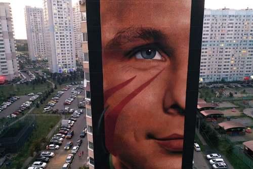 نقاشی دیواری روی بلوکی ساختمانی در شهر مسکو روسیه/ ایتارتاس