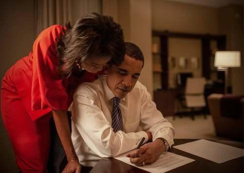 5 فوریه 2008  میشل و باراک اوباما در اتاق هتلی در شیکاگو در روز انتخابات مقدماتی
