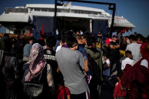 انتقال پناهجویان افغان به جزیره