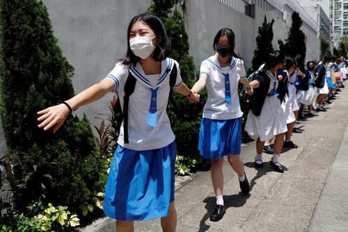 تظاهرات دانشآموزان مدارس هنگ کنگ علیه چین/ رویترز