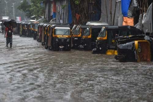 سیل در شهر بمبئی هند/ خبرگزاری فرانسه