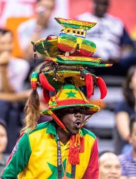 یک طرفدار تیم بسکتبال سنگال در بازی این تیم مقابل کانادا در جام جهانی بسکتبال در چین/EPA