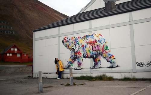 نقاشی دیواری از خرس قطبی در