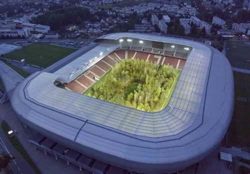 تبدیل موقت استادیوم باشگاهی در اتریش به جنگل/ گاردین