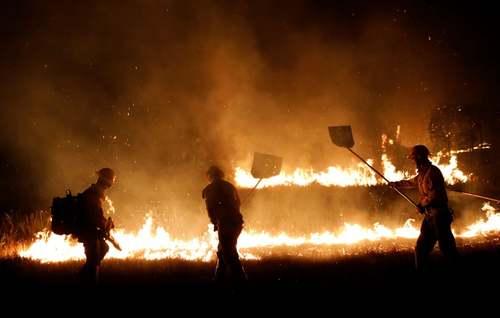 تلاش برای مهار آتش سوزی جنگلهای آمازون در برزیل/ رویترز