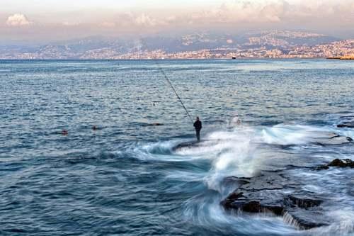 ماهیگیری در ساحل بیروت/ EPA
