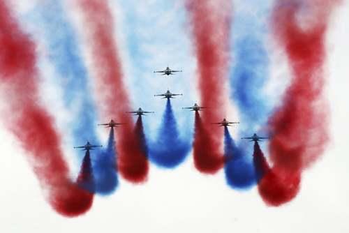 نمایش هوایی در روز نیروی هوایی در پایگاه هوایی