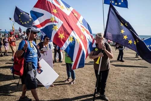 اعتراض برخی هواران حزب کارگر بریتانیا در حاشیه کنفرانس سالانه حزب کارگر در شهر