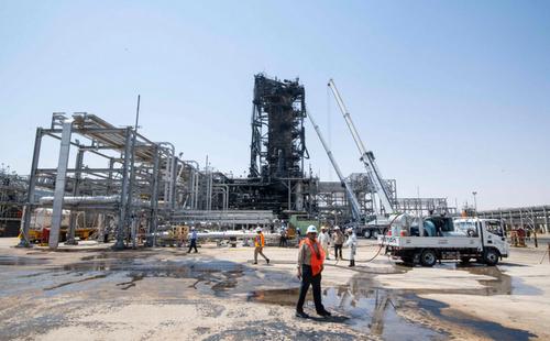 بازسازی تاسیسات نفتی آسیب دیده شرکت نفتی آرامکو عربستان سعودی/ دیلی تلگراف