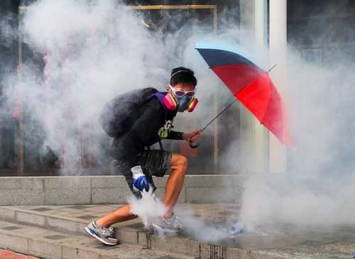 ادامه اعتراضات برضد چین در هنگ کنگ/ EPA