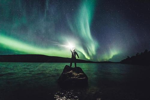 پدیده شفق قطبی در جزیرهای در فنلاند/ رویترز