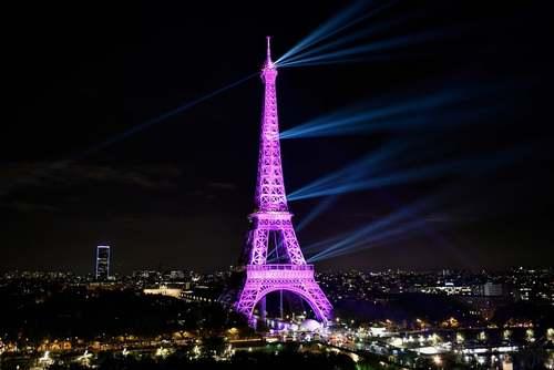 برج ایفل در پاریس در شب اول اکتبر به نشانه هشدار برای