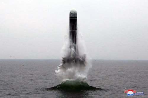 موشک بالستیک شلیک شده از زیر دریایی کره شمالی/خبرگزاری رسمی کره شمالی
