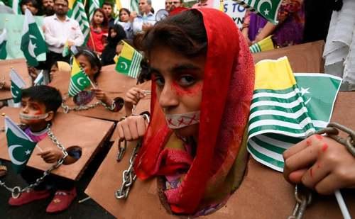 تظاهرات ضد هندی حامیان مسلمانان کشمیری در شهر لاهور پاکستان/ گتی ایمجز