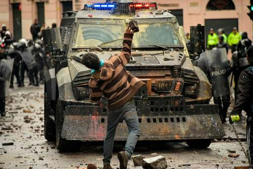 درگیری با پلیس در جریان اعتصاب کارکنان بخش حمل و نقل در اکوادور/ خبرگزاری فرانسه