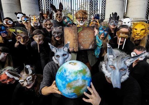 گردهمایی اعتراضی فعالان محیط زیستی موسوم به