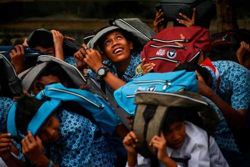 مانور مقابله با زلزله و سونامی در مدرسهای در استان