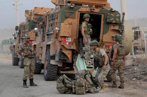 نیروهای ارتش ترکیه در مرز با سوریه/ رویترز