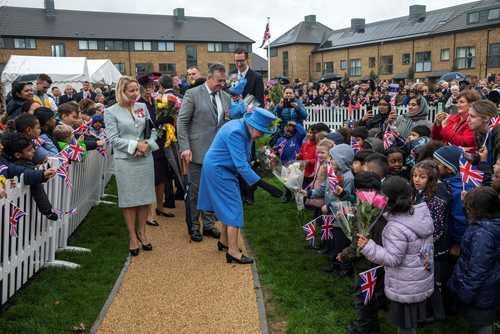 ملکه بریتانیا در آیین افتتاح یک پروژه مسکن در جنوب غربی لندن/ خبرگزاری فرانسه
