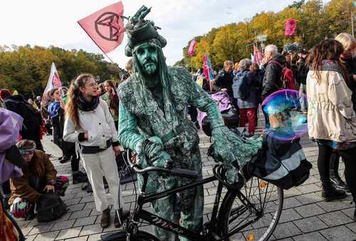 تظاهرات و تجمع اعتراضی فعالان محیط زیستی موسوم به جنبش