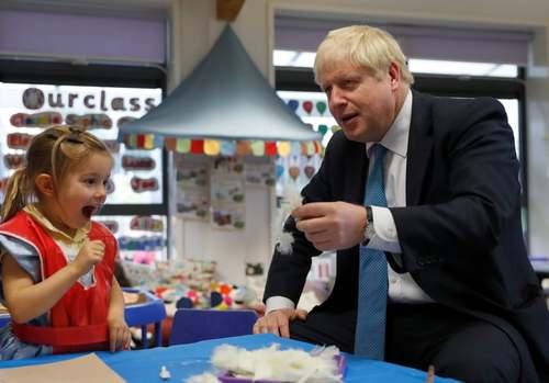 بازدید نخست وزیر بریتانیا از یک مدرسه ابتدایی در شهر