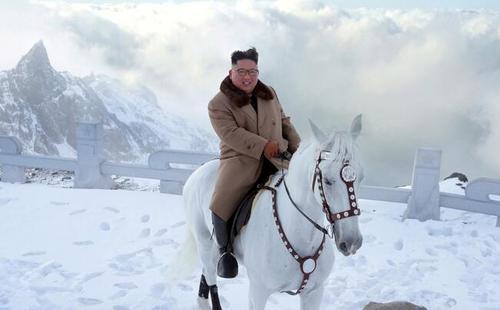 اسب سواری رهبر کره شمالی در زادگاه پدرش/ تصاویر: خبرگزاری رسمی کره شمالی
