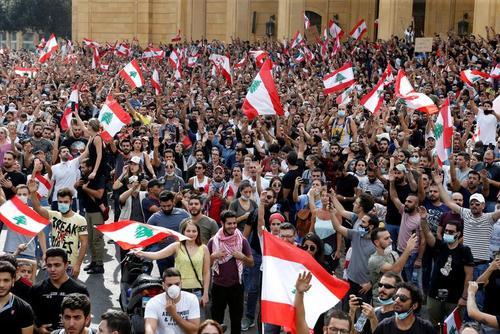 تظاهرات اعتراضی علیه مشکلات اقتصادی در لبنان/ رویترز و آسوشیتدپرس