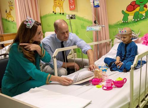 بازدید شاهزاده ویلیام (نوه ملکه بریتانیا) و همسرش از بیمارستان بیماران سرطانی در شهر لاهور پاکستان/ رویترز