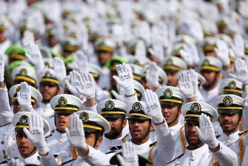 مراسم سردوشی و فارغالتحصیلی دانشکده افسری ارتش جمهوری اسلامی ایران در تهران/ EPA