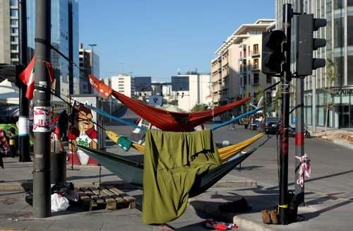 تخت خواب بندی متحصنان و معترضان در شهر بیروت/ خبرگزاری فرانسه